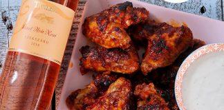 Barbecue csirkeszárnyak gorgonzolás mártogatóssal.