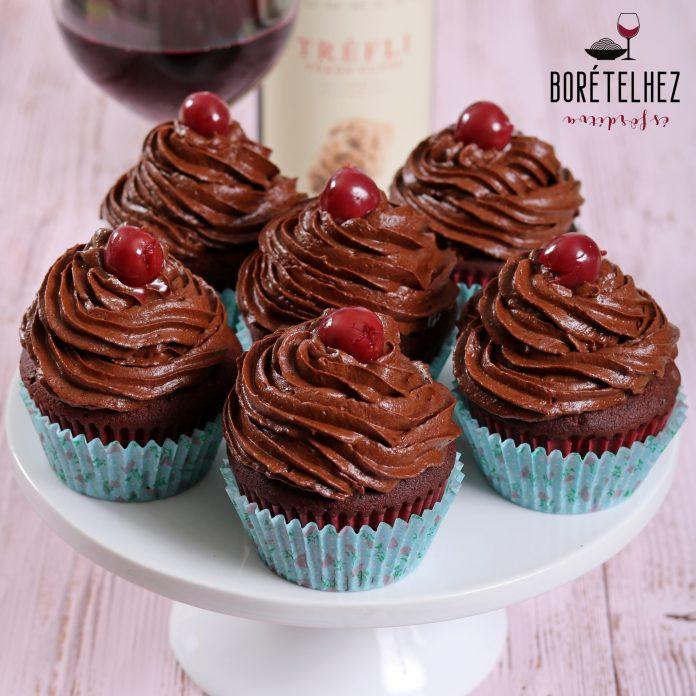 Klasszikus, csupa csokis lúdláb szelet cupcake formában.